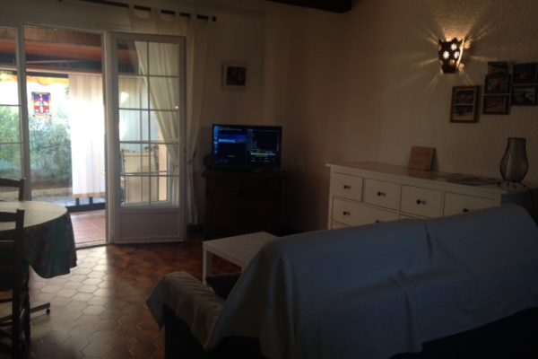 Petite villa avec parking, Bucarin